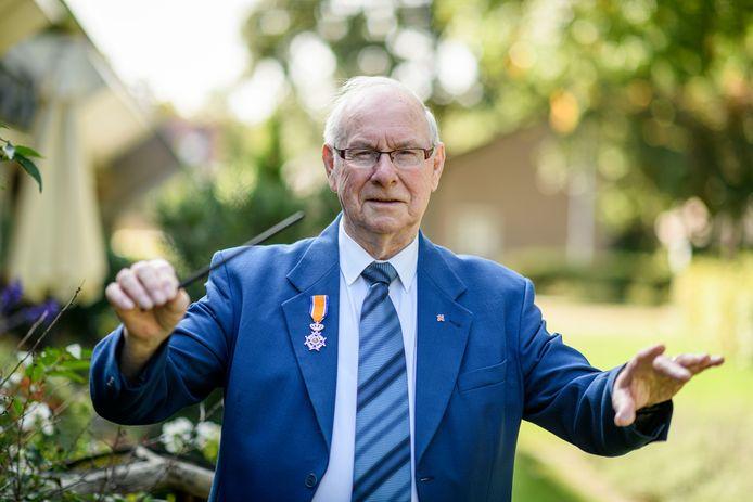 Dirigent Bert Kuijer is blij met zijn lintje en denkt nog lang niet aan stoppen