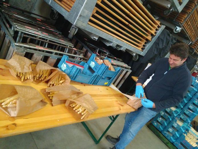 Boer Lavrijsen schenkt twee ton asperges aan Leuvense zorgverleners