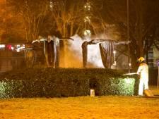 Politie bekogeld met flessen en zwaar vuurwerk bij protest tegen avondklok op Maagdenrotonde Apeldoorn
