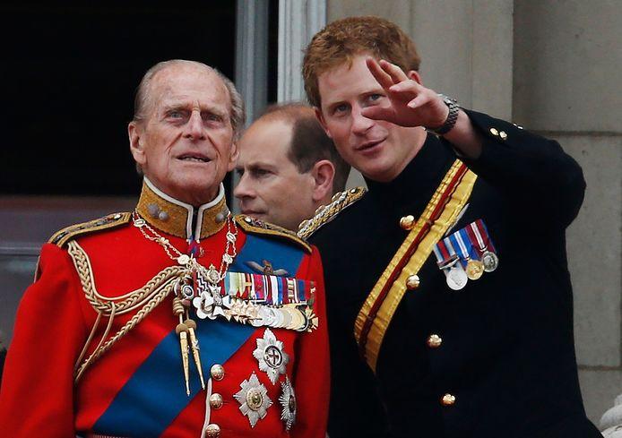 Le prince Harry en compagnie de son grand-père, le prince Philip.