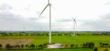 Nieuwe windturbines in Nieuwleusen staan er al maanden, maar draaien niet: 'Ingewikkelde elektronica'