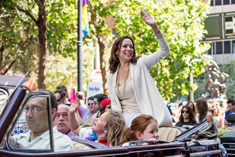 Harris neemt als procureur-generaal van Californië deel aan de Pride Parade in San Francisco, op 30 juni 2013.  Beeld REUTERS
