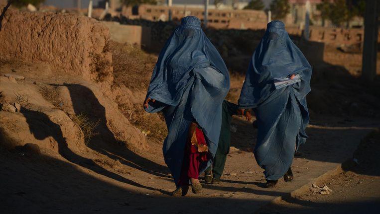 Twee vrouwen met een boerka in Herat, Afghanistan. Beeld anp