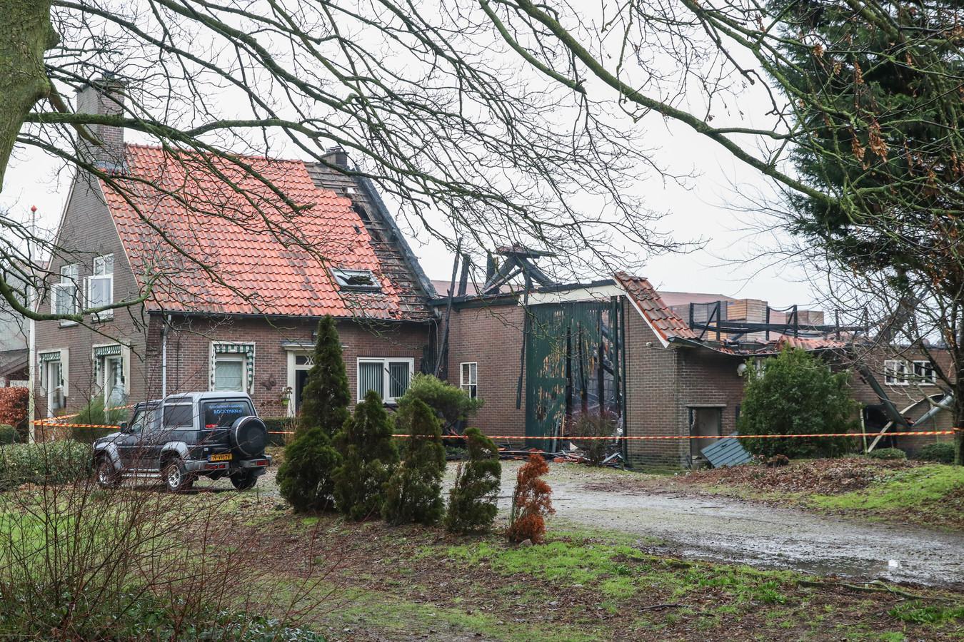 Februari van dit jaar: van de domeinschuur van Rockyman in Luttelgeest stonden alleen de buitenmuren nog overeind.