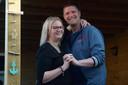 Kim van der Burgt-Huigen (29) en Pascal van der Burgt (34) hebben besloten hun trouwdag op de lange baan te schuiven. Tot corona verleden tijd is.
