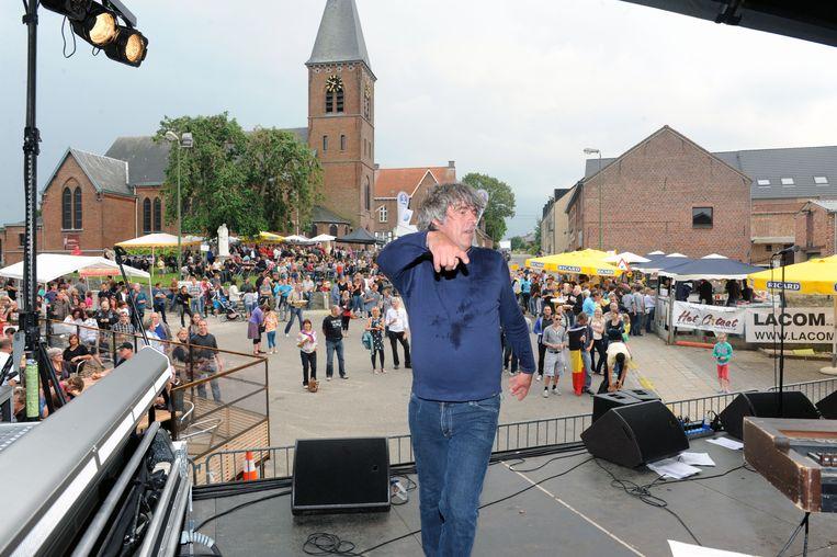 Het dorpsfeest in Haasrode  Piet Vanderwaeren van The Hattricks