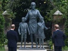 William en Harry herenigd bij onthulling standbeeld Diana