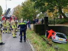 Man verliest macht over het stuur; auto belandt in de sloot