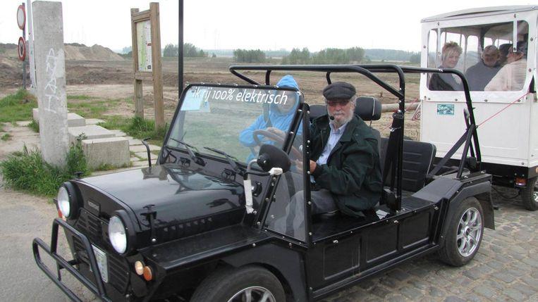 Toon Pauwels rijdt toeristen rond met zijn elektrische treintjes.