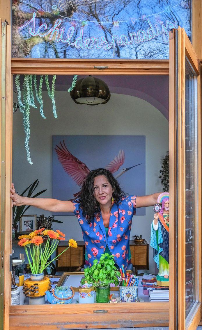 Haar huisje heeft de naam 'schildersparadijs'.