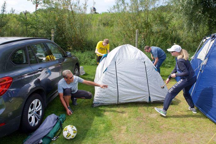 Buitenlandse campinggasten in Gendt.