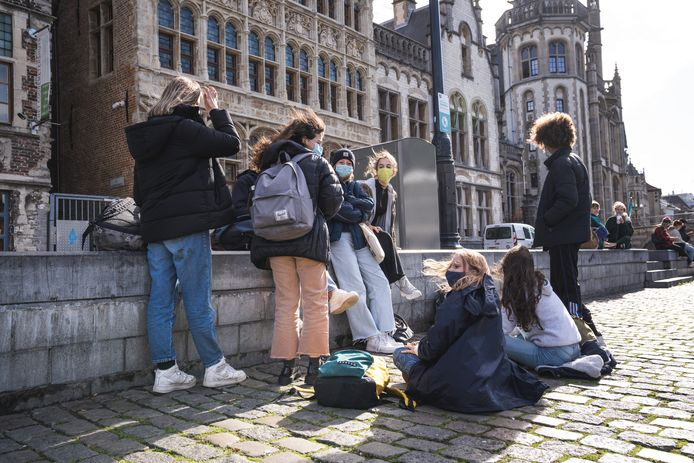 Tieners in coronatijden (illustratiebeeld).