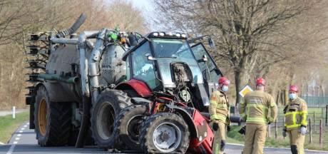 Tractor breekt in tweeën bij aanrijding