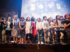 Honderden kinderen zingen in Tivoli voor ouders en minister