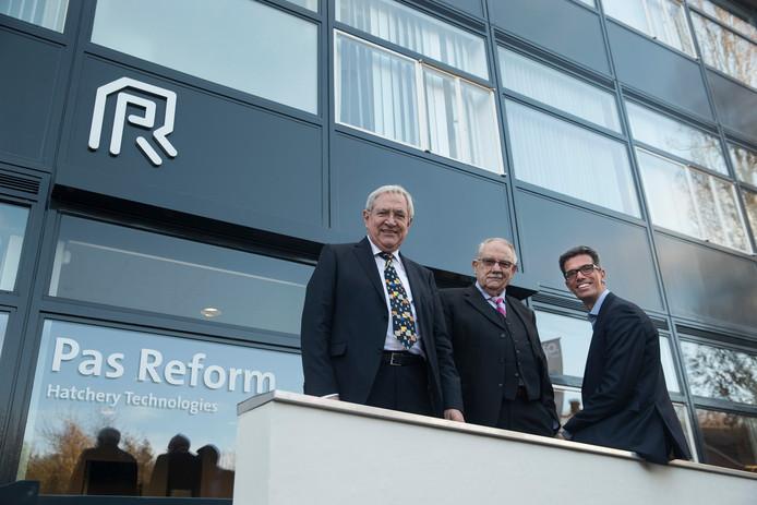 René (links) en Gerard te Pas met rechts de huidige directeur van het bedrijf Harm Langen