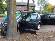 Automobiliste (86) gewond na botsing tegen een boom in Helvoirt