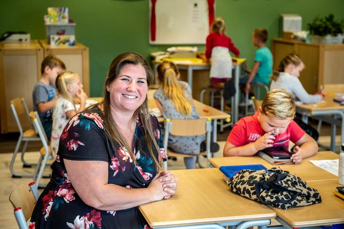 Deborah Snoeren van de Tweestromenschool gaat actievoeren, omdat het volgens haar hoog tijd wordt dat de schooldirecteuren voor zichzelf opkomen.