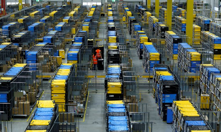 Een distributiecentrum van Amazon in de Duitse stad Mannheim. Beeld Reuters