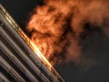 Vlammen slaan twaalfhoog uit flatwoning in Zeist