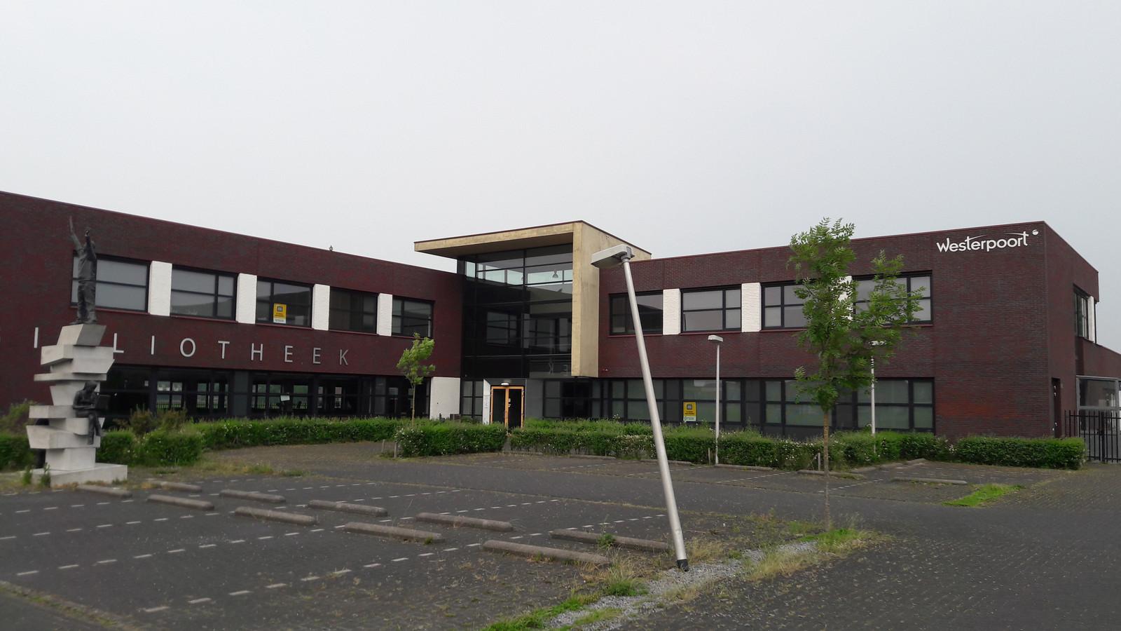 Het gebouw van het voormalige Westerpoort-college in Tholen, waarin de brede school moet verrijzen.
