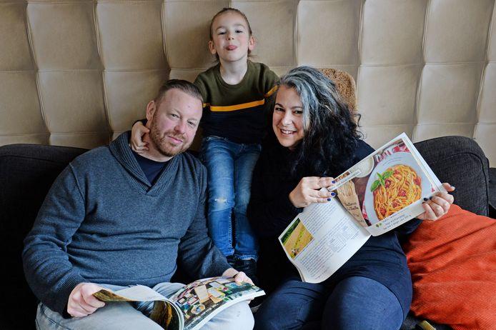 Silvia Tatti, eigenaresse van maaltijdservice Puur Deliz,  vertrekt met haar man Han en zoontje Raff (5) naar Sardinië.