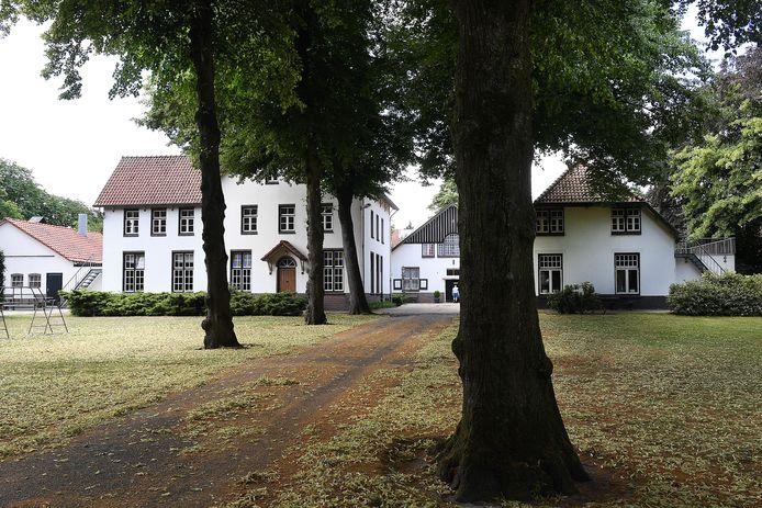 In de Lactaria Hoeve van het dorp werden jaren geleden meisjes opgevangen en tijdelijk gehuisvest door nonnen.