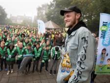 Duizend leerlingen maken straten, grachten en de Linge in Tiel in één dag schoon