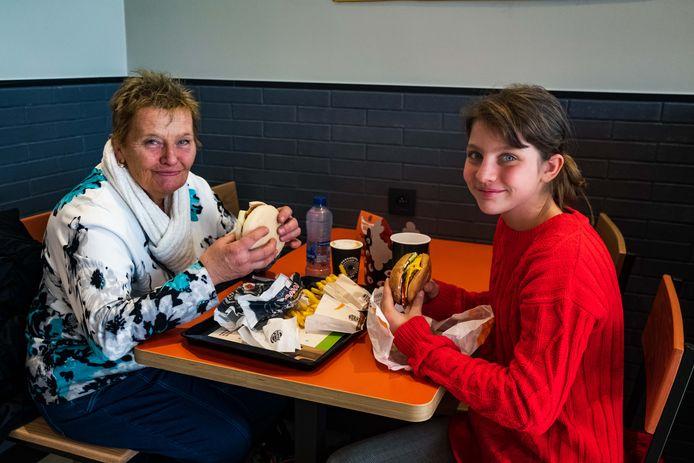 Opening Burger King restaurant. Suzanne en Emilie.