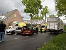 Auto's total loss bij aanrijding met vrachtwagen in Ede