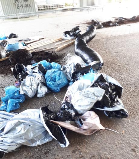 Drugsafval gedumpt onder viaduct Kruisland