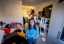 De 300 tijdelijke studentenwoningen in Eindhoven worden in gebruik genomen. *Anneke Brouwers* op haar kamer.