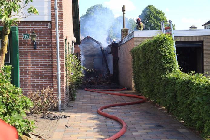 Van de garage achter de woning in Gemert was na de brand in mei 2017 weinig meer over (archieffoto).