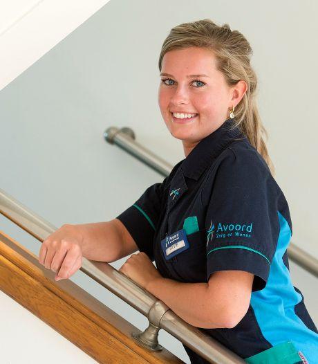 Verpleegkundige Silvie (21): 'Soms knuffelde ik mensen tóch. Maar dan wel met dat hele pak aan'