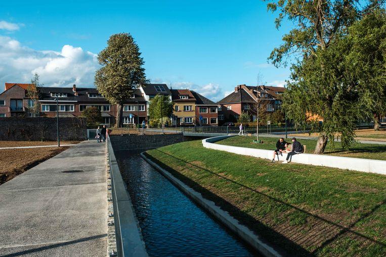 Het water stroomt opnieuw door Jeker in het vernieuwde stadspark De Motten.