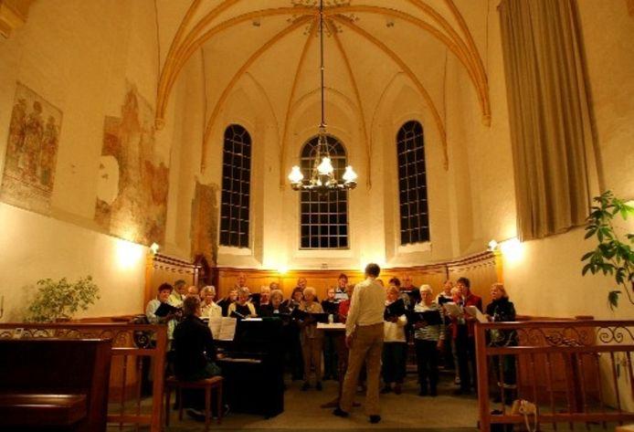 Repetitie van zangvereniging Eendracht in de mooie kerk van Terwolde. Foto RONALD HISSINK