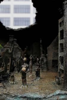 Herdenking Sinterklaasbombardement 1942 bij Oyster-monument Eindhoven