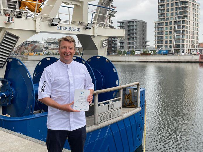 Michiel Rabaey kreeg met zijn restaurant Storm als eerste de erkenning van 'Visserij Verduurzaamt'.