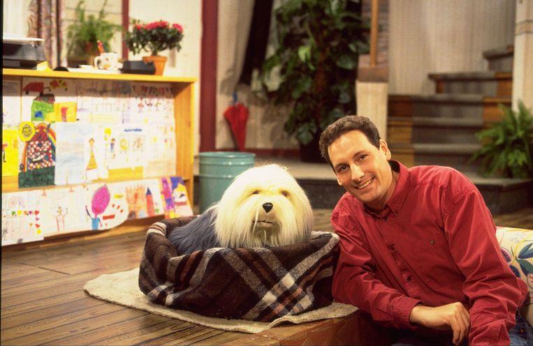 Gert Verhulst zegt na dertig jaar vaarwel tegen zijn televisiehond Samson. Beeld ANP Kippa