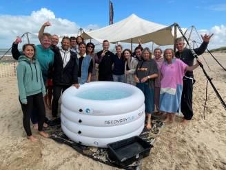 Op het strand van Knokke volgen ze de methodes van 'iceman' Wim Hof: 15 deelnemers wagen zich aan ijsbaden en ademhalingssessies