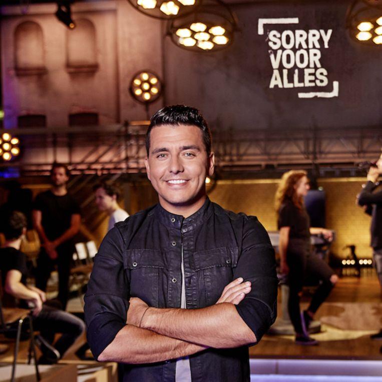 Jan Smit als presentator van de Nederlandse 'Sorry voor alles'. Beeld RV