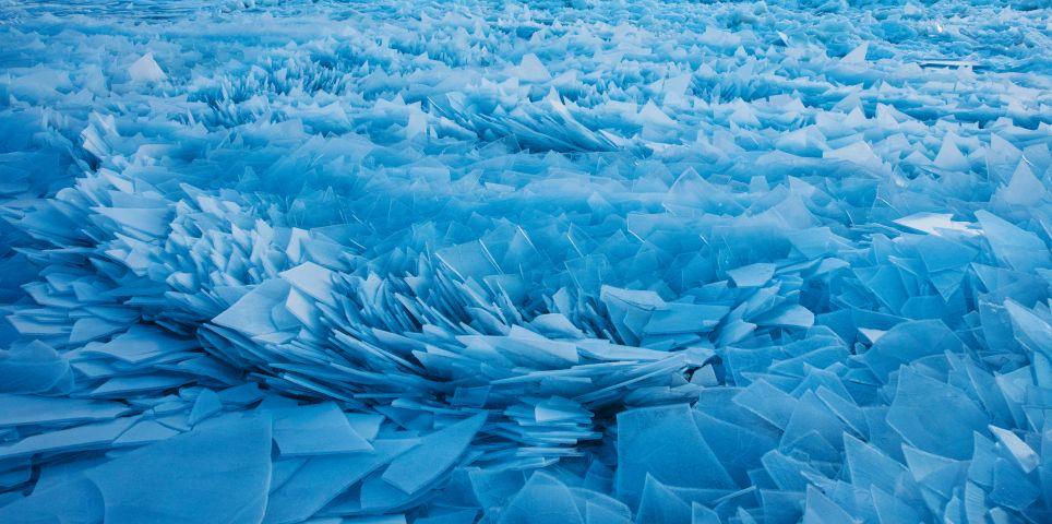 fotoreeks over Prachtig: Lake Michigan overdekt met blauwe ijsscherven
