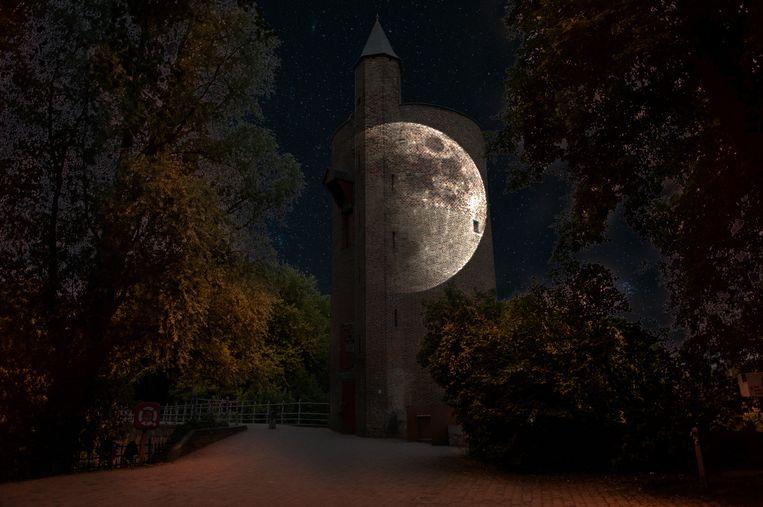 Dergelijk mooi tafereel zullen wandelaars kunnen zien: een volle maan op de watertoren aan de Gentpoortvest.