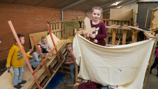 Kastelen met glijbanen en uitkijktorens; in Mariënheem offeren kinderen vakantie op voor eigen bouwsels