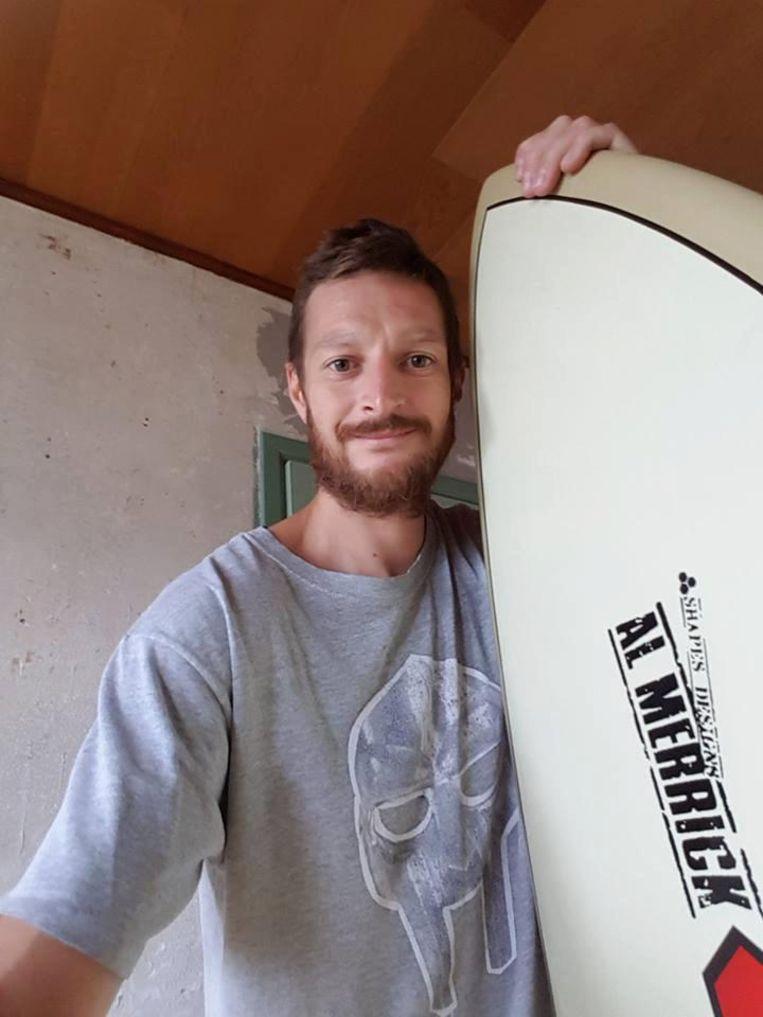 Sil heeft zijn surfplank terug, nu zijn van nog.