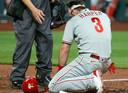 Bryce Harper is neergegaan nadat hij een honkbal in zijn gezicht heeft gekregen.