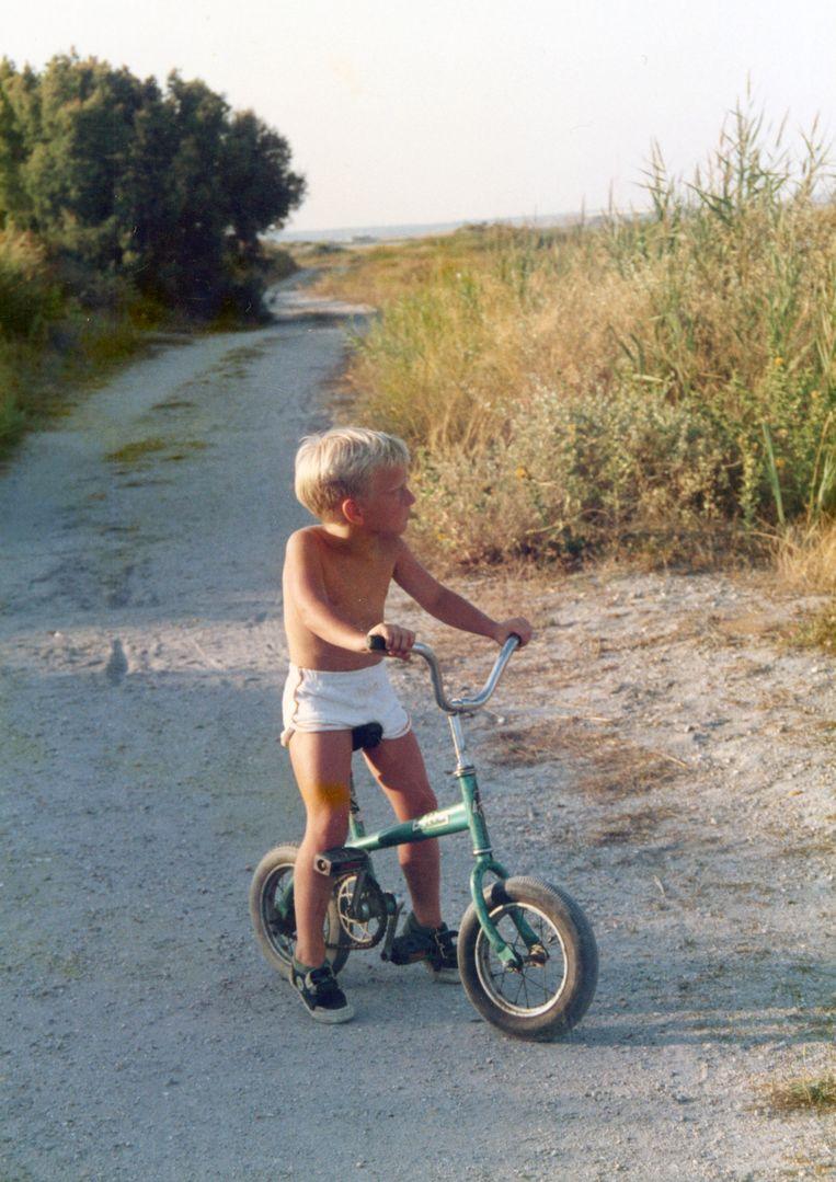 De kleine Johannes Faes als Tourist in het zuiden van Frankrijk. Beeld rv