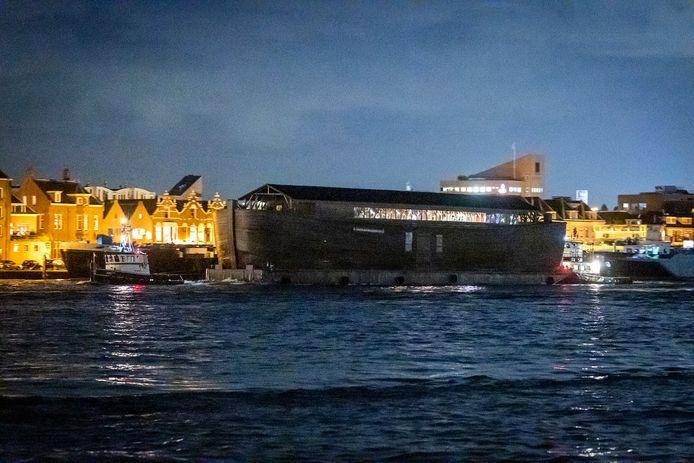 De Ark van Noach vaart door de Drechtsteden naar Sliedrecht.