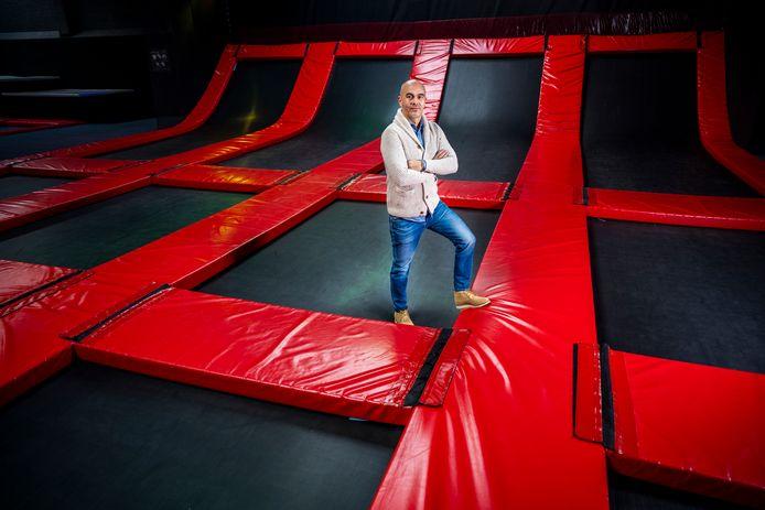 Henk van der Wijk kan vanwege de coronamaatregelen nog altijd zijn trampolinehal 39 Jumpstreet in Rotterdam-Prins Alexander niet openen. Voor steun komt hij als starter ook niet in aanmerking.
