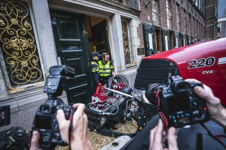 Groningen: Een protestactie van boeren bij het provinciehuis in Groningen loopt uit de hand, 14 oktober 2019. Beeld ANP
