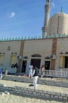 40 aanvallers richten bloedigste aanslag in jaren aan bij moskee in Egypte
